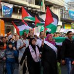 الآلاف في شمال غزة ينتفضون ضد الحصار والانقسام والأوضاع المعيشية
