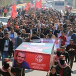 الشعبية في غزة تنظم مسير جنائزي رمزي حاشد للشهيد النايف وتؤكد أنها ستثأر لدمائه عاجلاً أم آجلاً