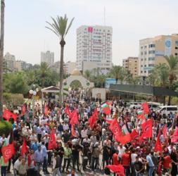 """مسيرات جماهيرية بغزة تطالب بالإفراج عن النائب""""خالدة جرار"""""""