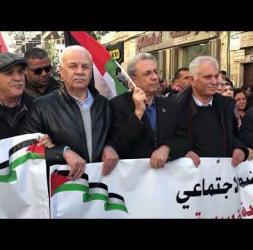 الآلاف من التجمع الديمقراطي يتظاهرون برام الله وغزة مطالبين بإسقاط صفقة القرن وانهاء الانقسام