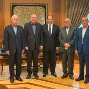 أعضاء المكتب السياسي خلال لقاء اللواء عباس كامل
