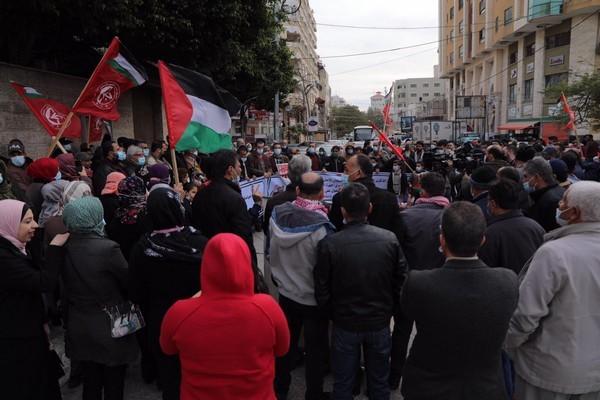 وقفة اسنادية مع سعدات غزة _6.JPG